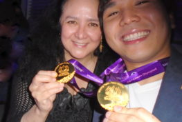 This year's Samford Fellow GM Wesley So and adoptive mom Lotis Key admire his two Olympiad gold medals after the presentation in Baku.